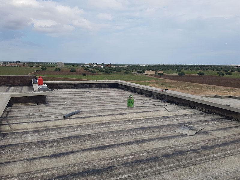 Travaux d'étanchéité collège ouled saleh Mahdia: Application et pose du membrane butimeneuse monocouche type SP4 derbigum sur une surface de 2000 m².